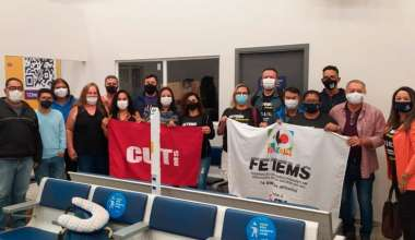 Contra a PEC-32 FETEMS pressiona parlamentares no aeroporto de Brasília